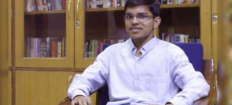 ആദ്യശ്രമത്തില് ഐഎഎസ് നേടി, വയസ് 22; ഇത് പെട്രോള് പമ്പ് ജീവനക്കാരന്റെ മകന് പ്രദീപ്